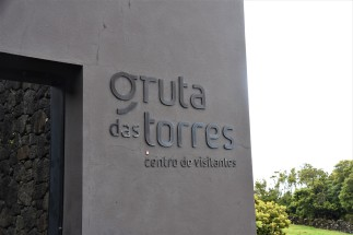 Entrance to the Gruta das Torres caves